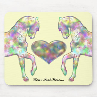 Caballo de los niños y corazón del amor mouse pads