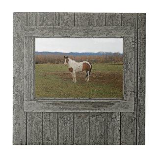 Caballo de madera viejo de la pintura de la azulejo cuadrado pequeño