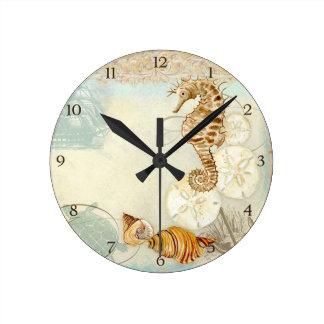Caballo de mar de la tortuga del collage de la cos reloj redondo mediano