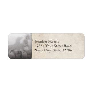 Caballo de niebla de la mañana etiqueta de remite