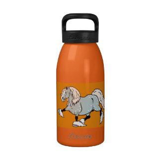 caballo de proyecto del dibujo animado botellas de beber