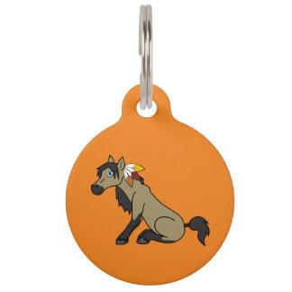 Caballo del ante de la acción de gracias con las placa para mascotas