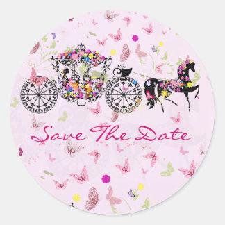 Caballo del boda y flores y mariposas del carro pegatina redonda