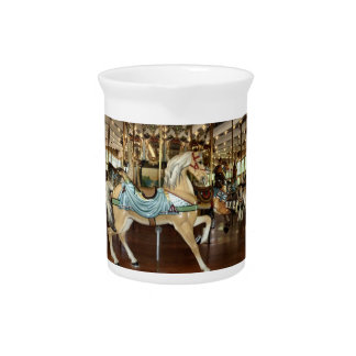 Caballo del carrusel jarras de beber