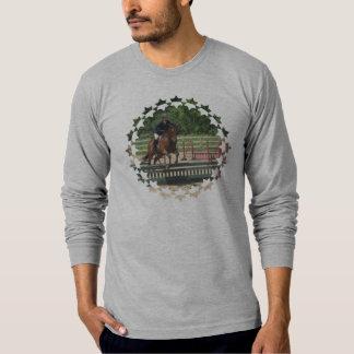Caballo del cazador que salta la camiseta larga de playera