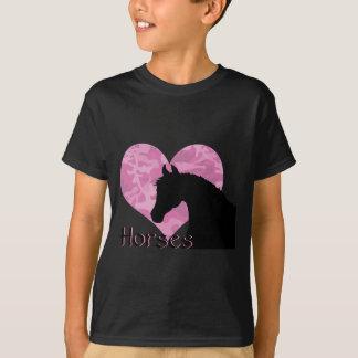 Caballo del corazón (camo rosado) playera