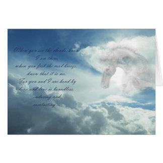 Caballo en la tarjeta de condolencia de las nubes