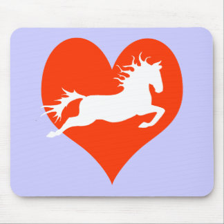 Caballo en mi corazón (blanco en rojo) alfombrillas de ratón