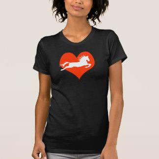 Caballo en mi corazón (blanco en rojo) camisas