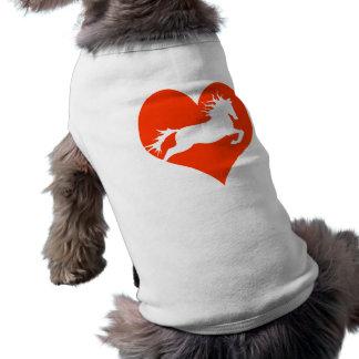 Caballo en mi corazón (blanco en rojo) playera sin mangas para perro