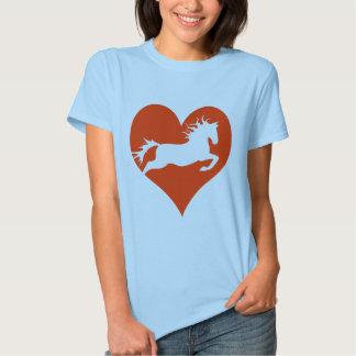 Caballo en mi corazón (blanco en rojo) remera