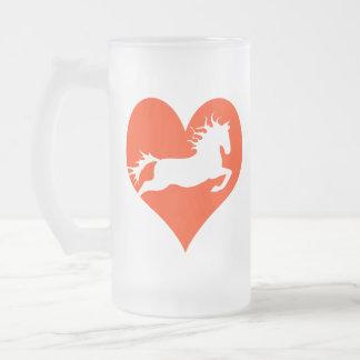 Caballo en mi corazón (blanco en rojo) taza de cristal