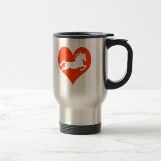 Caballo en mi corazón (blanco en rojo) taza de viaje