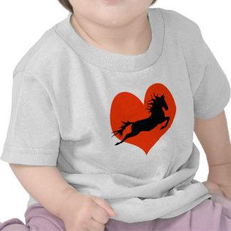 Caballo en mi corazón (negro en rojo) camisetas