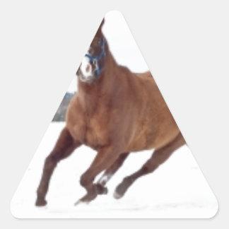Caballo en nieve pegatina triangular