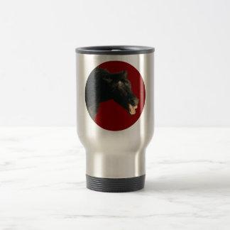 Caballo frisio en círculo rojo tazas