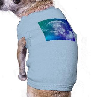Caballo hecho de nebulosas y de nubes en el playera sin mangas para perro
