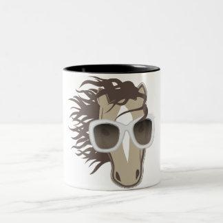 Caballo hermoso (gafas de sol) taza de dos tonos