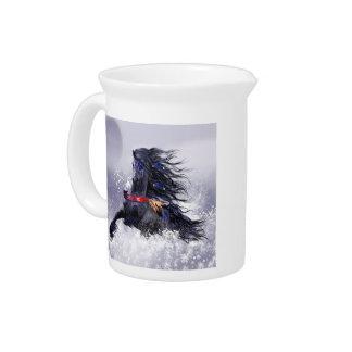 Caballo indio del semental majestuoso azul negro jarra para bebida