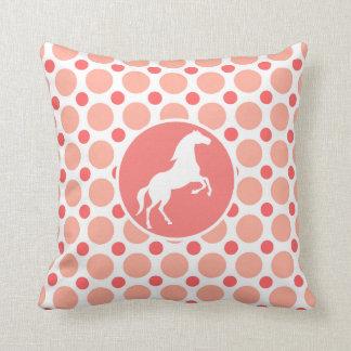 Caballo; Lunares rosados y coralinos Cojín Decorativo