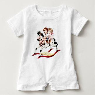 Caballo mecedora del vintage camisetas