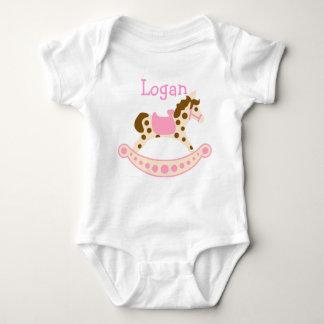 Caballo mecedora rosado mameluco de bebé