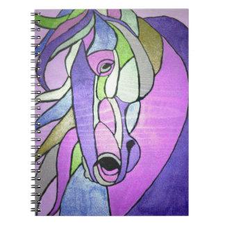 Caballo metálico en cuaderno púrpura