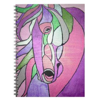 Caballo metálico en cuaderno rosado