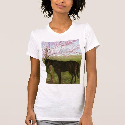 Caballo negro grande y un cerezo camisetas