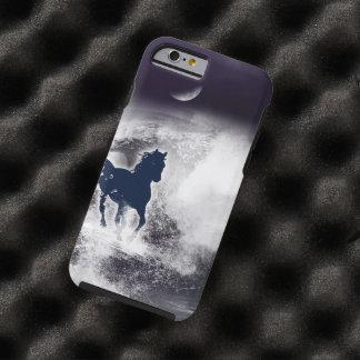 Caballo negro que corre en la playa funda de iPhone 6 tough