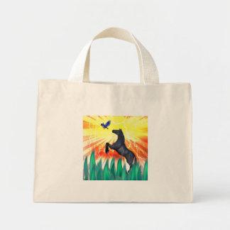 Caballo negro que se alza, hierba del semental de  bolsas