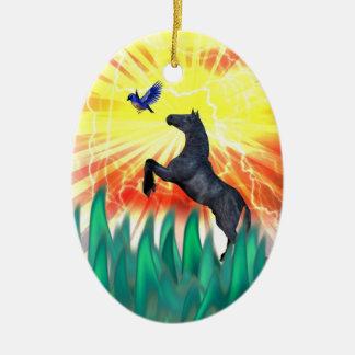 Caballo negro que se alza, hierba del semental de  adorno de navidad