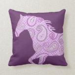Caballo púrpura lindo de Paisley Almohadas
