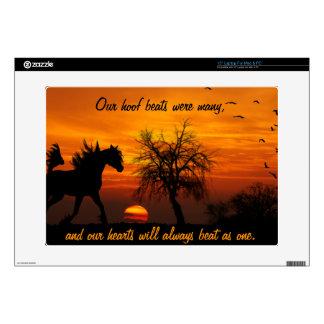 Caballo que corre libremente en la puesta del sol portátil 38,1cm skin