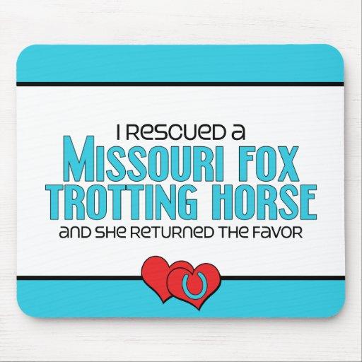 Caballo que trota rescatado del Fox de Missouri (c Alfombrillas De Ratones