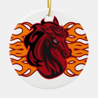Caballo rojo salvaje del mustango adorno navideño redondo de cerámica