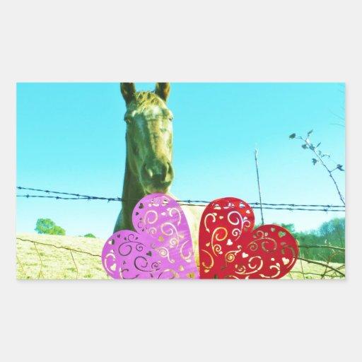 Caballo rubio y corazones rosados y rojos pegatina rectangular
