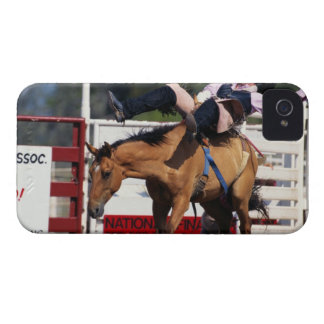 CABALLO SALVAJE BUCKING EN EL RODEO 3 iPhone 4 Case-Mate FUNDAS