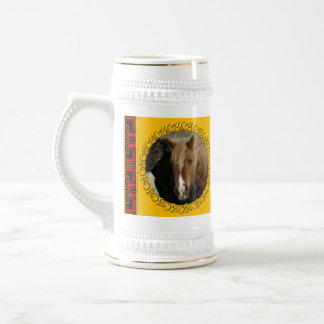 Caballo salvaje del alazán, isla de Unalaska Jarra De Cerveza