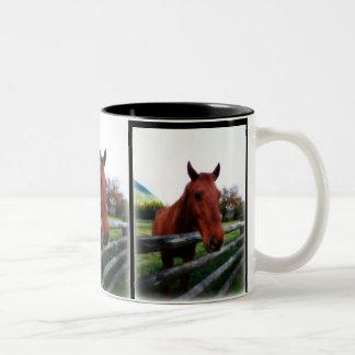 Caballo sobre el retrato fotográfico de los carril tazas de café