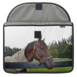 caballo sobre vista lateral de la cerca funda para macbooks