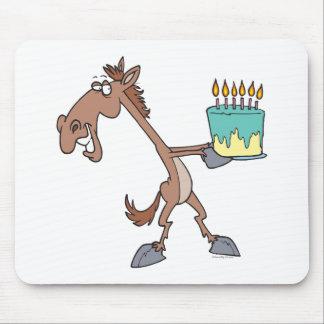 caballo tonto del cumpleaños con el dibujo animado tapete de ratones