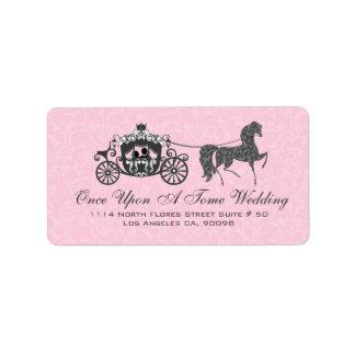 Caballo y carro rosados y negros del boda etiqueta de dirección