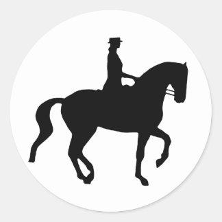 Caballo y jinete (negro) del Dressage de Piaffe Pegatina Redonda