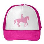 Caballo y jinete (rosa) del Dressage de Piaffe Gorras De Camionero