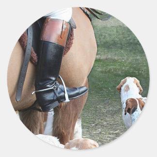 Caballo y perros pegatina redonda
