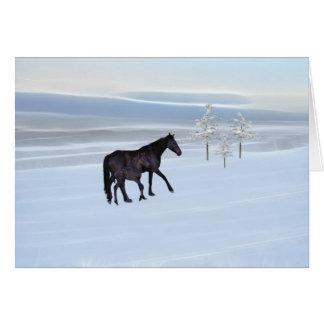 Caballo y potro en nieve tarjeta de felicitación