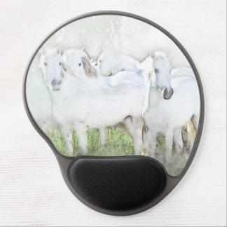 Caballos blancos que pintan el cojín de ratón del alfombrilla gel