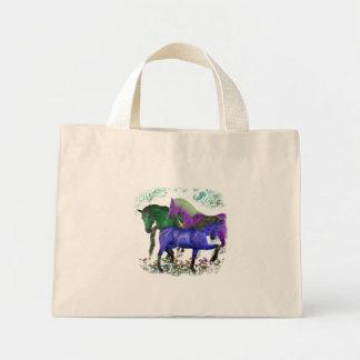 Caballos coloreados fantasía en diseño gráfico de  bolsas