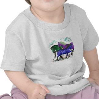 Caballos coloreados fantasía en diseño gráfico de camiseta